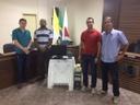 Câmara de Guiricema faz doação de computador para presídio