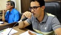 Presidente da Câmara solicita equiparação de cargos na educação