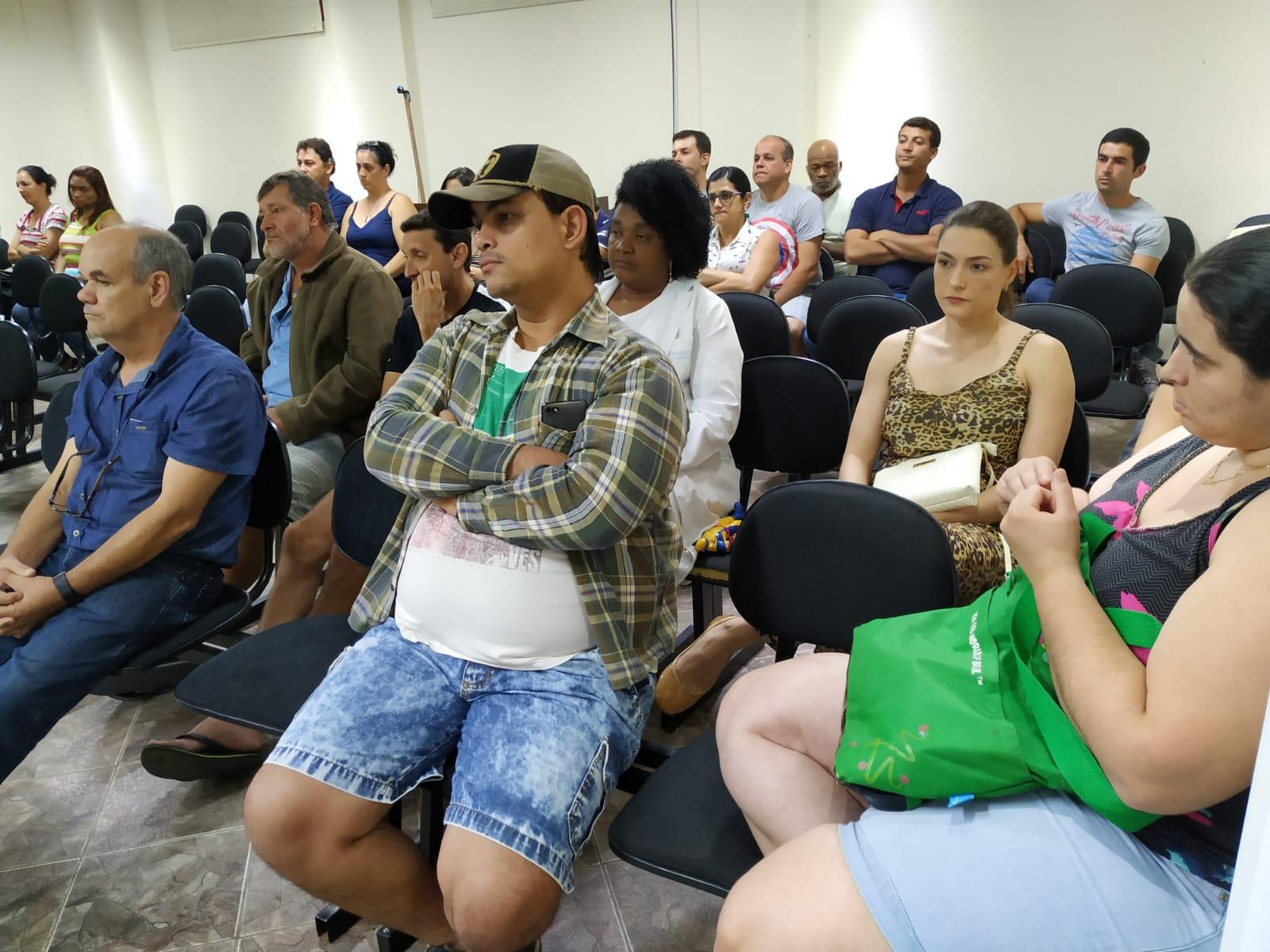Reestruturação de cargos e salários de servidores da saúde é debatido em audiência pública